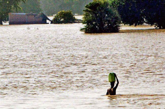 Bihar Flood Updates: 34 साल के अधिकतम रिकार्ड पर गंडक नदी का जल स्तर,कोसी लाल निशान पार तो गंगा में भी उफान, जानें प्रदेश में नदियों की स्थिति...