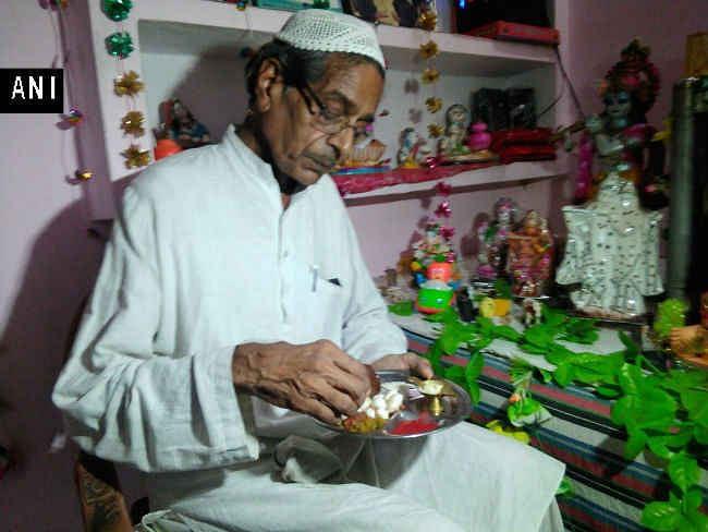 धर्म की दीवार तोड़ 28 साल से अपने घर में जन्माष्टमी मना रहे हैं कानपुर के डॉ एस अहमद, Video