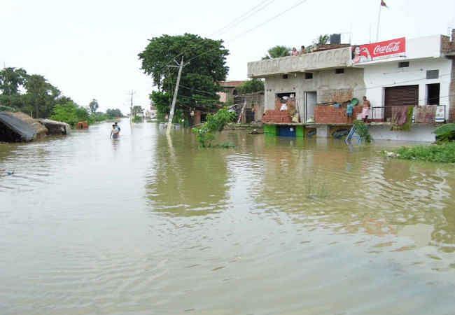 बिहार : भोजपुर जिले के 364 गांव बाढ़ की चपेट में, नदियों के उफान में नरमी