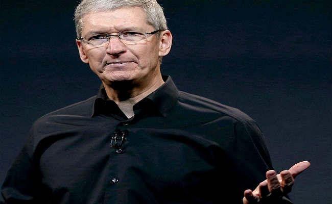 आईफोन की बिक्री घटी, टिम कुक के वेतन में कटौती