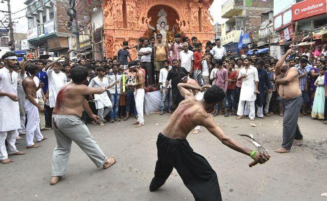बिहार में दिखी गंगा-जमुनी तहजीब, साथ-साथ निकला ताजिया और विसर्जन जुलूस, देखें वीडियो