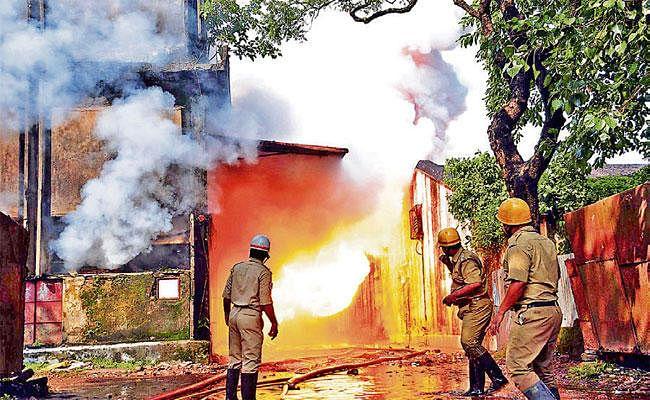 तारातल्ला: केमिकल के साथ गोदाम में मौजूद थी बारूद की ढेर, केमिकल गोदाम में भयावह आग