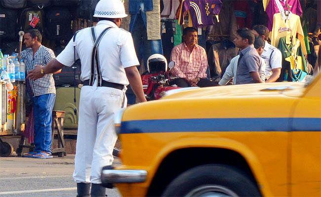 सिलीगुड़ी: वाहन रोकने पर ट्रैफिक पुलिस से भिड़े श्रमिक, इंस्पेक्टर को जड़ा थप्पड़