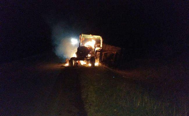 ट्रैक्टर से कुचलकर युवक की मौत, लोगों ने ट्रैक्टर को आग लगायी, पुलिस को करना पड़ा बल प्रयोग