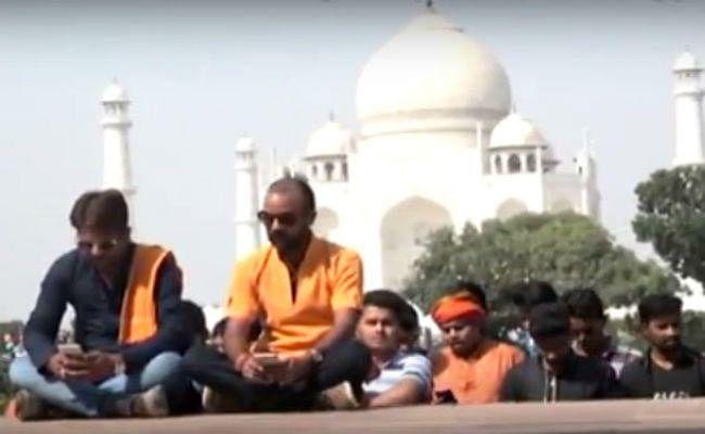मुख्यमंत्री योगी आदित्यनाथ के दौरे से पहले ताजमहल में शिव चालीसा का पाठ, देखें वीडियो