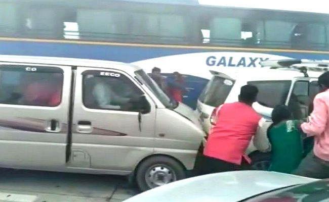 यमुना एक्सप्रेस वे पर कोहरे के चलते दर्जनभर गाड़ियां टकरायीं, करीब 20 लोग घायल