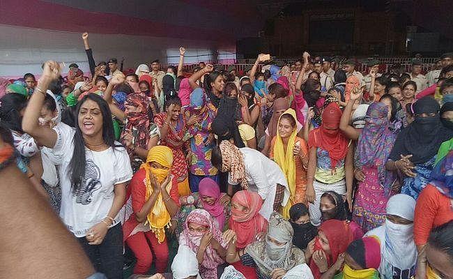 VIDEO में देखिए, डांसरों के विरोध से झुका प्रशासन, सोनपुर मेले में अब गुलजार होगा थियेटर