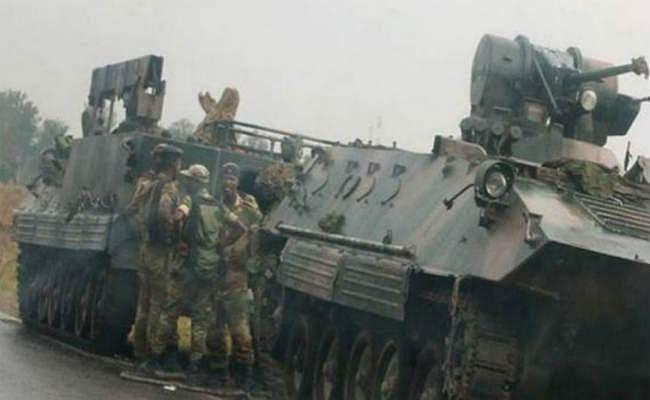 तख्ता पलट का अंदेशा, जिम्बाब्वे की सेना सड़क पर