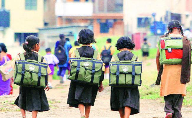 आठ माह बाद खुला स्कूल, निजी स्कूलों में कम तो सरकारी में नदारद रहे बच्चे