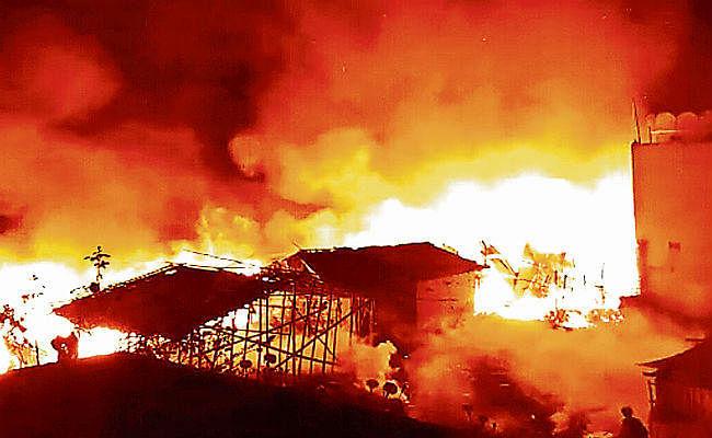 बासुकिनाथ में 25 दुकानें जल कर खाक, करोड़ों की संपत्ति का नुकसान