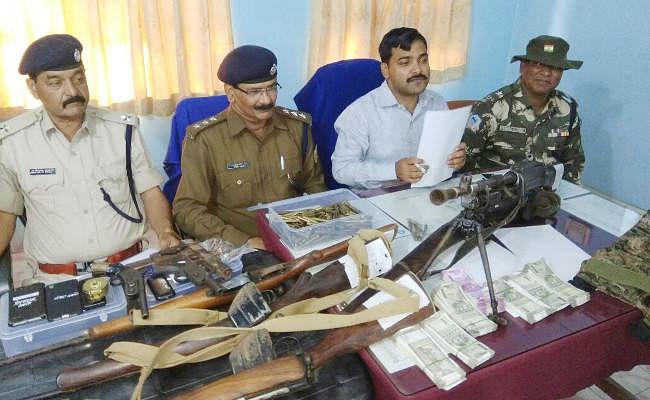 IN PICS : पलामू पुलिस को मिली बड़ी सफलता, TPC के 3 नक्सली गिरफ्तार, भारी मात्रा में हथियार और नकद भी बरामद