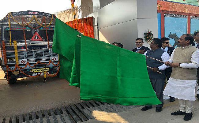 खूंटी में पेट्रोलियम स्मार्ट टर्मिनल का उद्घाटन, CM रघुवर ने कहा - कई जिलों को होगा फायदा, पलायन से मिलेगी मुक्ति