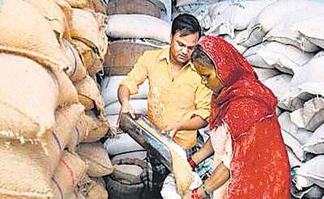 एक ही परिवार को तीन दुकानें आबंटित करने में फंसे गिरिडीह डीसी और रामगढ़ सीओ, कार्रवाई का आदेश