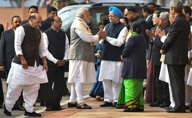 गुजरात चुनाव की राजनीतिक कड़वाहट के बाद संसद में गर्मजोशी से मिले मोदी-मनमोहन