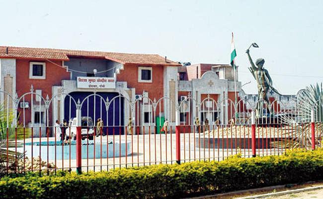 होटवार जेल की सुरक्षा बढ़ायी गयी, गेट के बाहर जुटा लालू के समर्थकों का हुजूम
