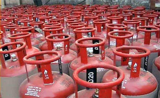 हर महीने नहीं बढ़ेंगे LPG के दाम, सरकार ने अपना फैसला वापस लिया