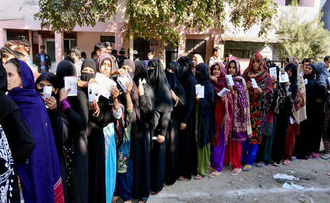 यूपी विस चुनाव : पहले चरण का मतदान समाप्त, 63 % वोटिंग
