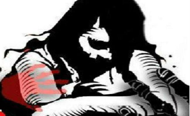 बरात गये युवकों ने युवती को उठाया, चलती गाड़ी में की गैंगरेप की कोशिश