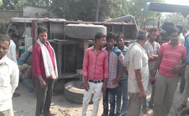 वैशाली : महुआ में ट्रैक्टर से कुचल देवर-भाभी की मौत, 4 घंटे सड़क जाम