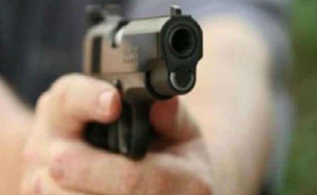 इमामगंज में गोली मार कर सीमेंट व्यवसायी से लूट