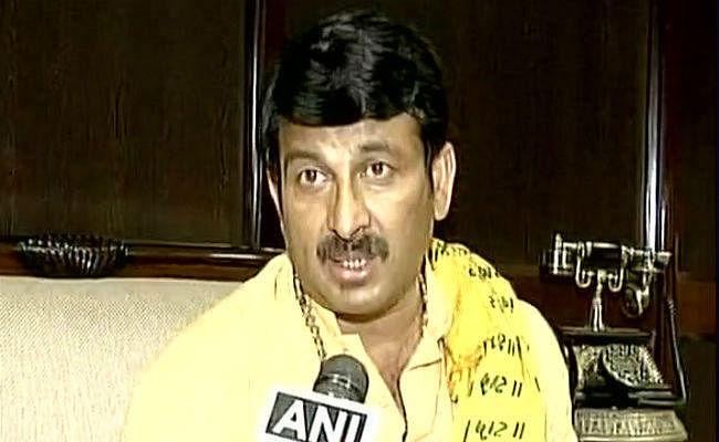 दिल्ली भाजपा अध्यक्ष मनोज तिवारी के घर पर हमला, दो स्टाफ घायल
