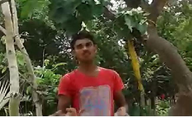 सहरसा में अनोखा पेड़ बना चर्चा का विषय, दिन-रात पेड़ से गिरता है बारिश-सा पानी, देखें VIDEO