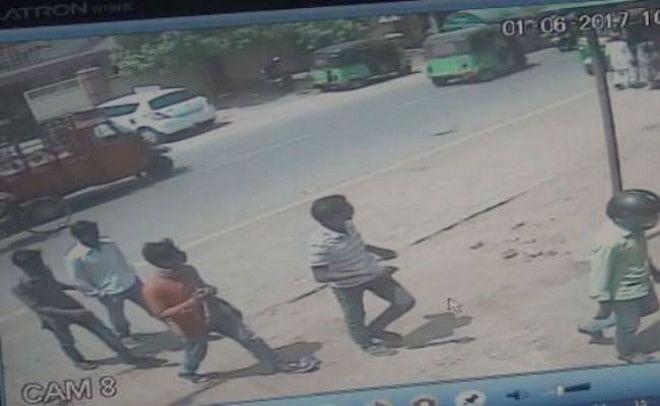 सीसीटीवी कैमरे में कैद हुई देवघर बैंक डकैती की तसवीरें