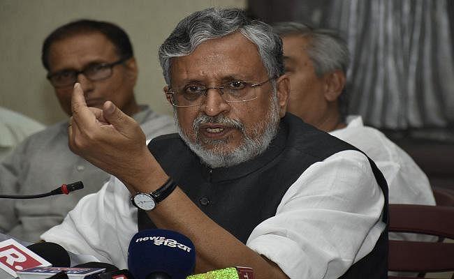 तेजस्वी और तेज प्रताप को बर्खास्त करें सीएम नीतीश : सुशील मोदी
