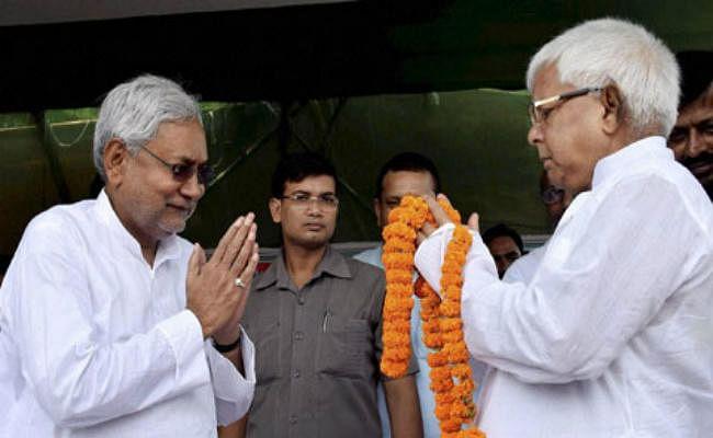 नीतीश कुमार कांग्रेस की नज़र में लालू प्रसाद से ज्यादा सेकुलर, जदयू उत्साहित, राजद हुआ आगबबूला