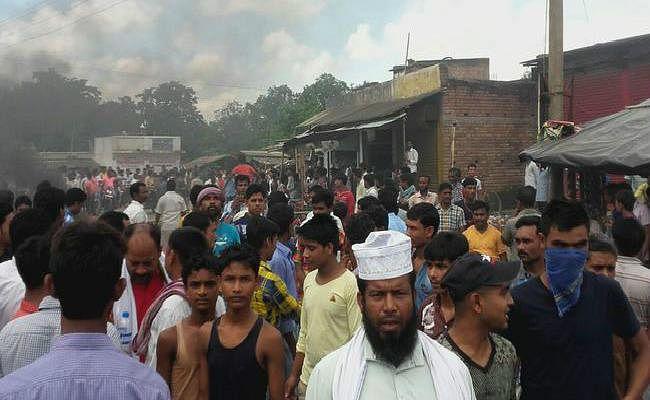 In PICS : हिरासत में युवक की मौत के बाद राजमहल में तनाव, थाना प्रभारी और जांच अधिकारी निलंबित