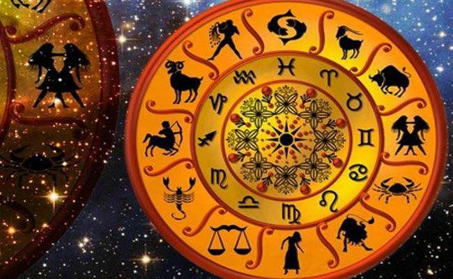 Rashifal: धनु, मकर और कुंभ राशि पर हैं शनि की साढ़ेसाती, जानें इन 5 राशि वालों की बढ़ेगी परेशानी, ना करें ये गलतियां...