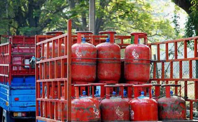 LPG Subsidy Updates : अब महंगा होने वाला है रसोई गैस सिलेंडर ? जानें सब्सिडी पर क्या असर होगा