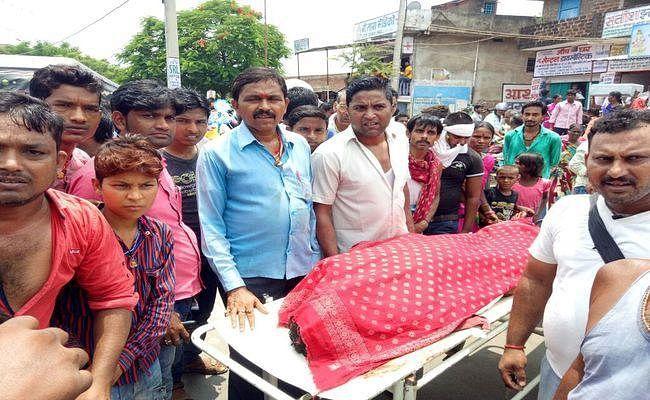 शेखपुरा : सड़क हादसे में जीजा-साले की मौत, आक्रोशितों ने किया सड़क जाम