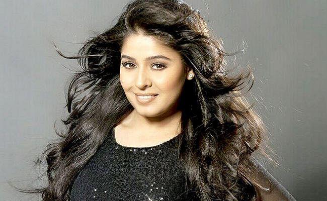 #SunidhiChauhan: घर से बगावत कर अपने से 14 साल बड़े लड़के से की थी शादी, जानें ये बातें...