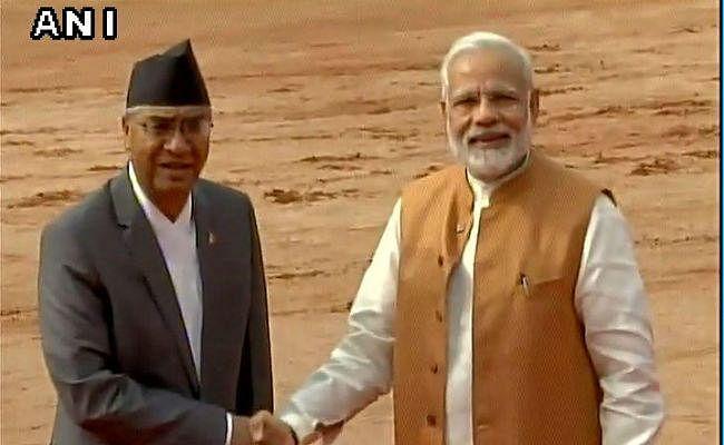 VIDEO: नेपाल के पीएम देउबा का राष्ट्रपति भवन में पारंपरिक स्वागत, देखें वीडियो