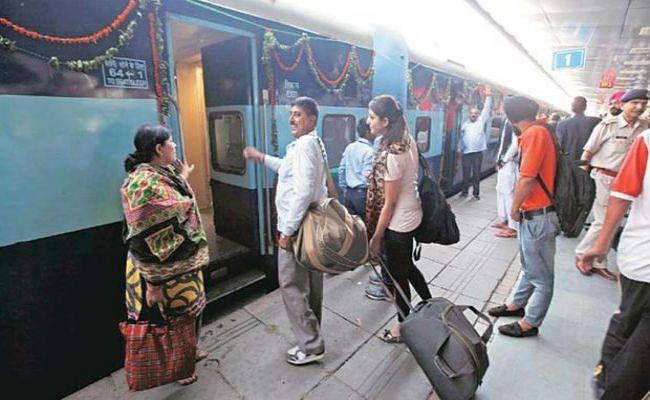 बिहार : आनंद विहार से भागलपुर और पटना के बीच पूजा स्पेशल ट्रेन, इसके अलावा इन ट्रेनों में हुआ बदलाव