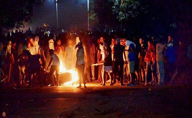 छेड़खानी के बाद BHU में हिंसा, फायरिंग, Action में सीएम योगी, कमिश्नर से मांगी रिपोर्ट, संस्थान दो तक बंद