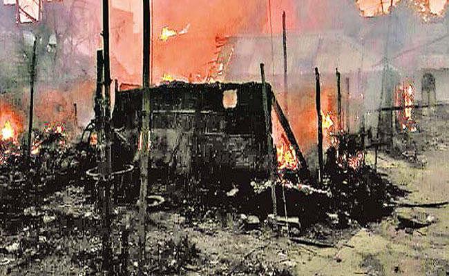 झारखंड : कुमारडुबी की पटाखा फैक्टरी में आग लगने से आठ मरे, 14 घर खाक