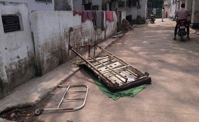 बिहार : नवादा में भीषण सड़क हादसा, 3 बाइक सवारों की मौत, सदर अस्पताल में तोड़फोड़