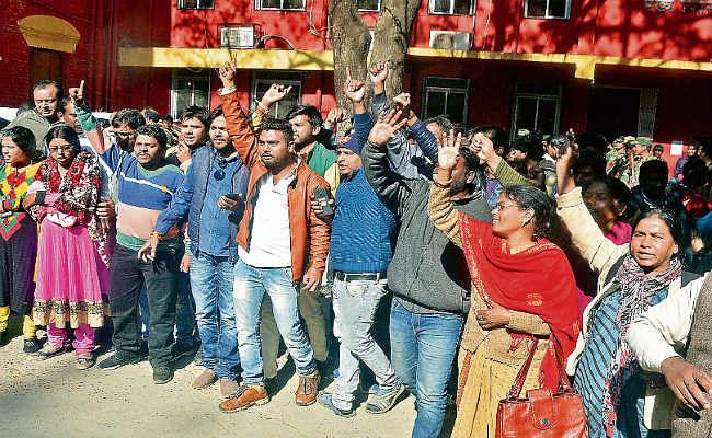 झारखंड : अनुबंध पर शिक्षकों की नियुक्ति का विरोध हंगामा, कुलपति का घेराव, धमकी दी गयी