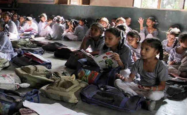 नोएडा में दो कंपनियों ने 46 सरकारी स्कूलों को गोद लिया