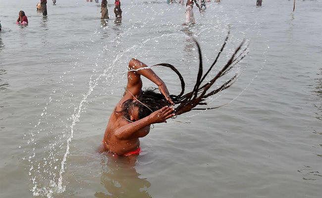 लाखों श्रद्धालुओं ने किया गंगा सागर में स्नान, नेपाल-भूटान और बांग्लादेश से भी पहुंचे लोग