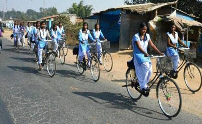 राष्ट्रीय बालिका दिवस विशेष : साइकिल चलाकर स्कूल जाती लड़कियां बिहार के विकास की असली तस्वीर हैं