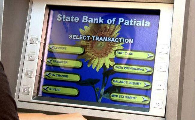 SBI ने घटा दी ATM से कैश निकालने की लिमिट, अब बस इतने रुपये ही निकाल सकेंगे...