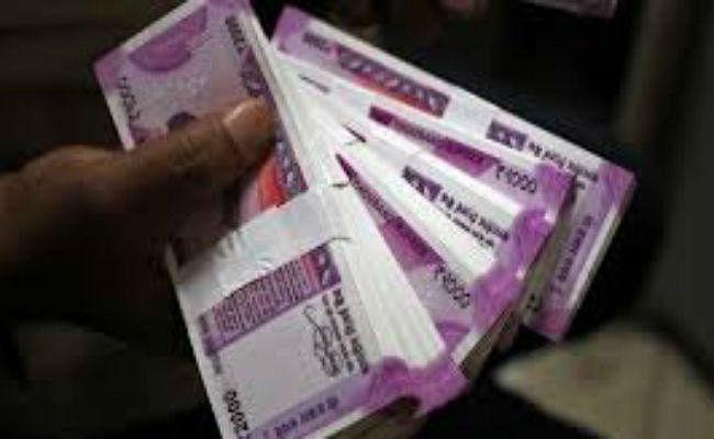 कोरोना ने किया रुपया का बुरा हाल, पहली बार डॉलर के मुकाबले 75 के नीचे