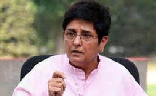 कांग्रेस विधायक ने अदालत से कहा- संविधान का मजाक बना रही हैं उपराज्यपाल किरण बेदी