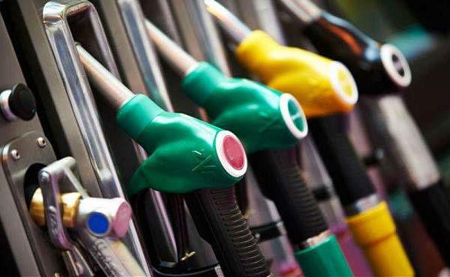 तेल कंपनियों को सालाना 10,700 करोड़ का नुकसान