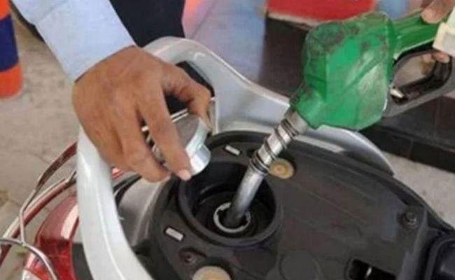 राज्यों के पास 4.60 रुपये पेट्रोल पर और 3.30 रुपये डीजल पर घटाने की है गुंजाइश