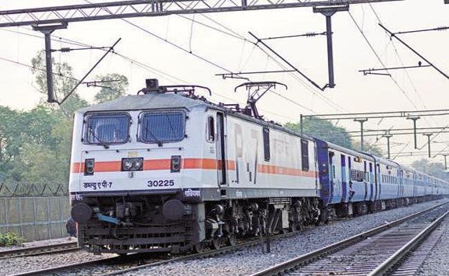 यात्रीगण कृपया ध्यान दें, बड़हिया स्टेशन से गुजरने वाली ट्रेनों का रूट बदला, इन ट्रेनों के मार्ग में हुआ बदलाव