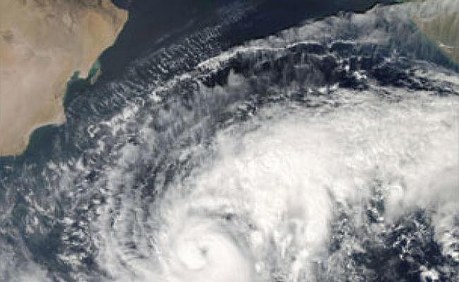 तीन राज्यों में तूफान और बारिश की चेतावनी, अरब सागर पर बना है गहरा दबाव का क्षेत्र